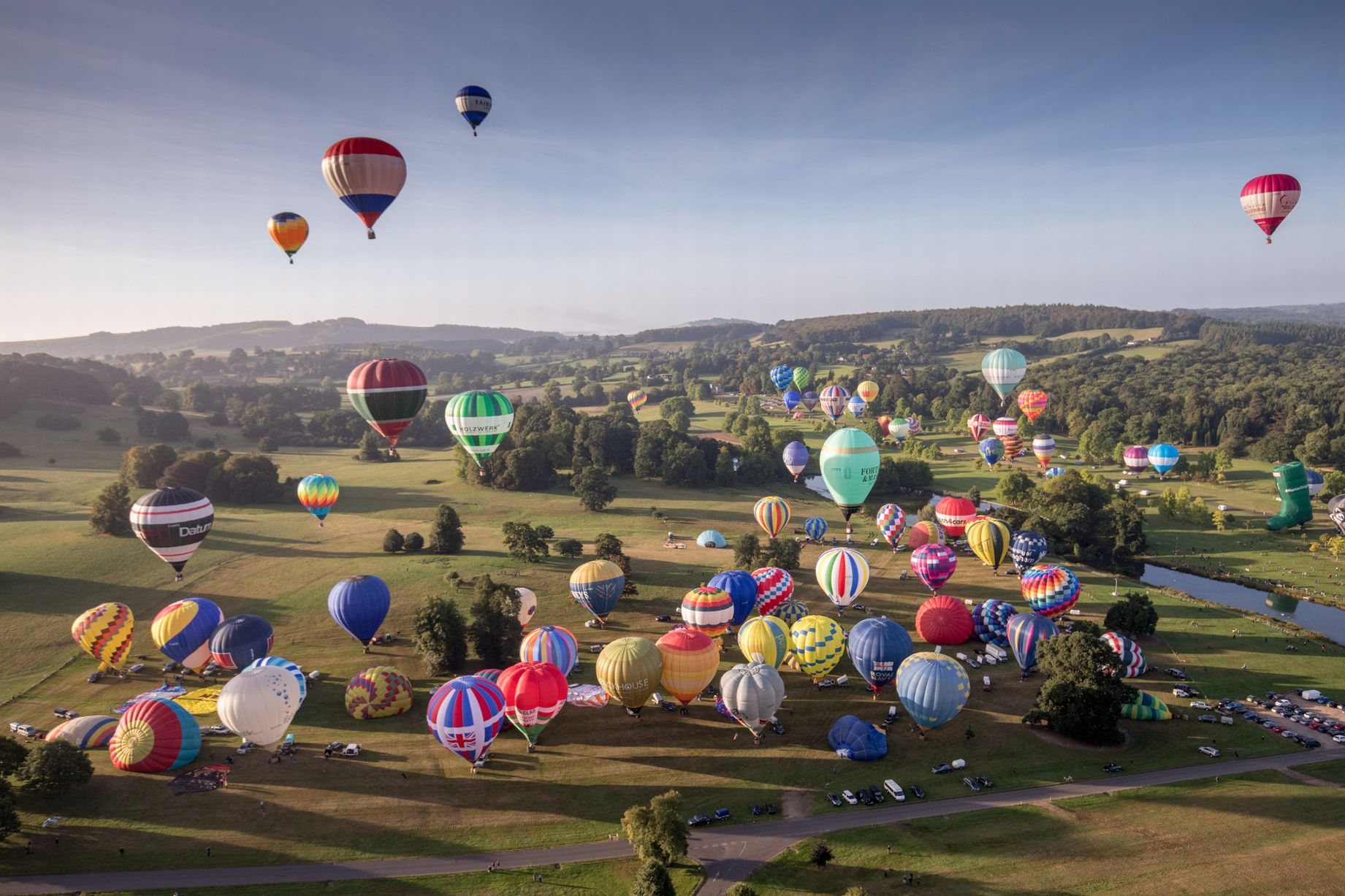 0_Balloonists-Take-To-The-Skies-At-Longleats-Ski-Safari (1)
