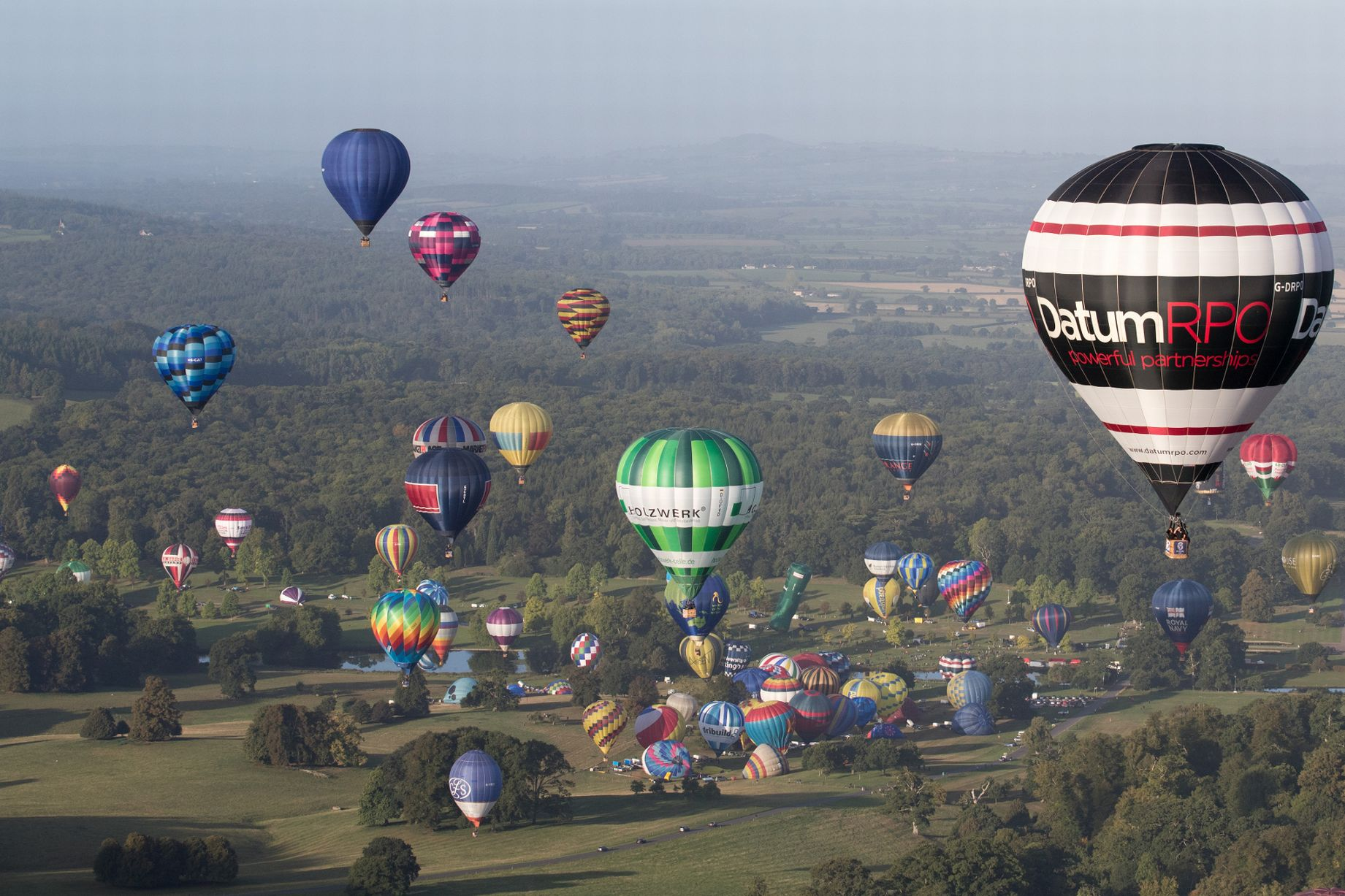 0_Balloonists-Take-To-The-Skies-At-Longleats-Ski-Safari